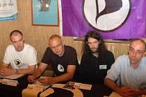 Piráti. Zleva Petr Třešňák, Josef Úlehla, místopředseda pirátů Mikuláš Ferjenčík a kolega pirát z Německa Michael Böhm.