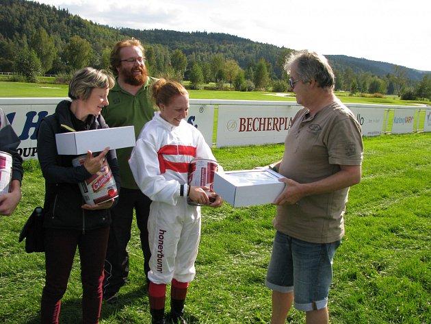 Karlovarský deník měl svůj dostih v rámci posledního letošního dostihového dne na karlovarském závodišti.