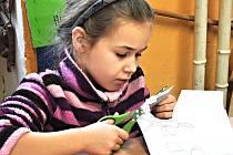 Kromě sportu a výletů lze využít také nabídky domů dětí a mládeže. Ty dělají i kreativní a tvořivé kurzy