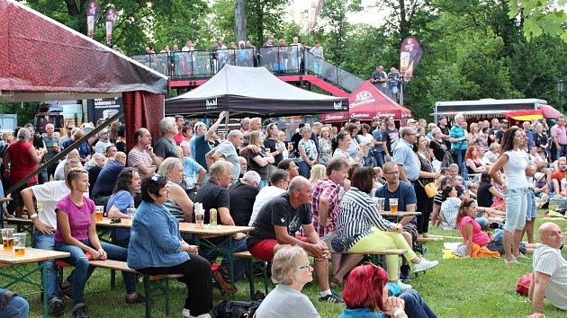 V sobotu večer se v ostrovském zámeckém parku konal koncert nazvaný Krásný nálezy.