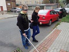 Školáci si vyzkoušeli, jaký je svět nevidomých lidí.