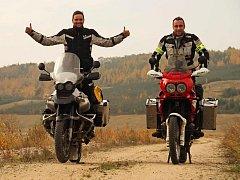 CESTOVATELÉ Jan Navrátil (vlevo) a Jakub Jonák teď stojí před životní výzvou. Vyrážejí na začátku ledna.