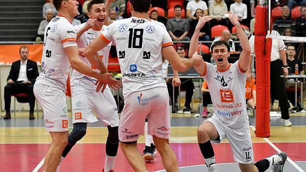 Volejbalisté Karlovarska museli skousnout v utkání  s Odolenou Vodou premiérovou domácí porážku.