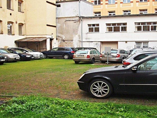 Jak vznikalo parkoviště v Tuhnicích.