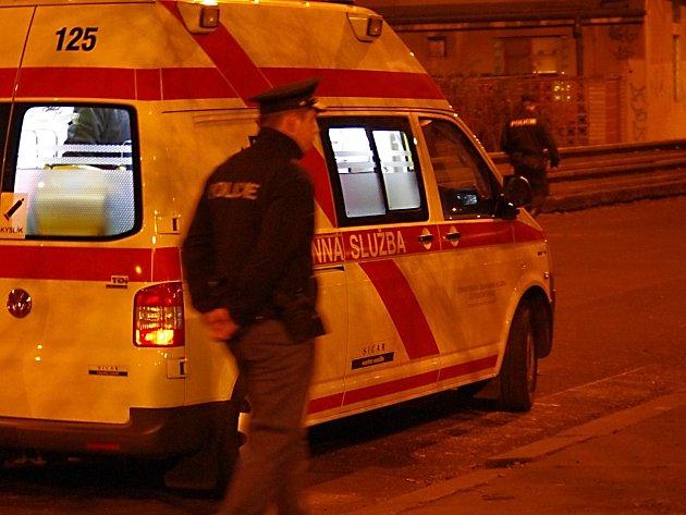 V Karlových Varech vypadl muž z okna hotelu.