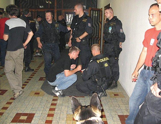 Noční policejní kontrola některých karlovarských a novorolských podniků nedopadla pro mnohé mladistvé dobře.