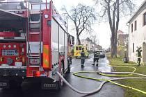 V Bochově vybuchl plyn a část domu vyhořela, jeden člověk byl zraněn