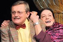 Svatopluk Skopal se svou manželkou, herečkou Lenkou Skopalovou, v poslední době hraje v mimořádně úspěšném představení komedie Erica Assouse Příbuzné si nevybíráme.