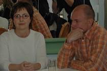 Filip Berger (vpravo) a vrchní sestra nemocnice Alena Lomogová–Švabčíková.