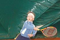 Tenis v nafukovací hale si užívali i ti nejmenší.