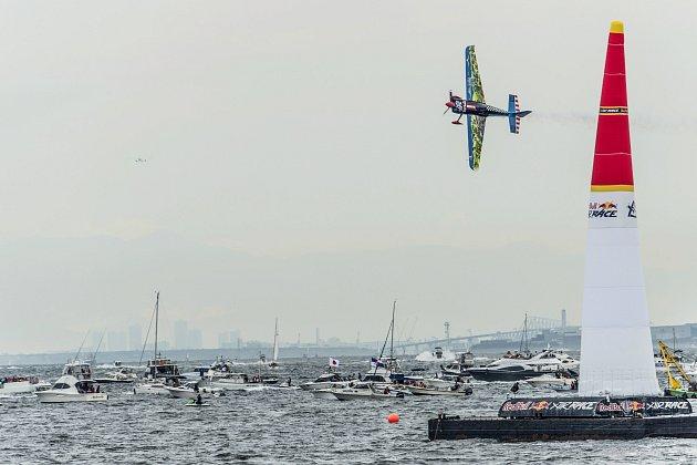 Red Bull Air Race: Karlovarský pilot Petr Kopfstein dosáhl na premiérové body.