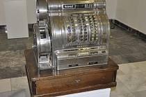 Historická registrační pokladna.