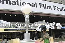 Bez deštníků se patrně návštěvníci filmového festivalu letos neobejdou