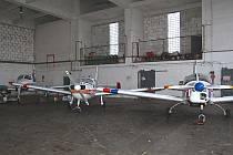 Letadla společnosti Fun Air v hangáru.