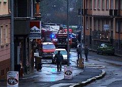 Zásah hasičů u výbuchu a následného požáru v Karlových Varech - Drahovicích