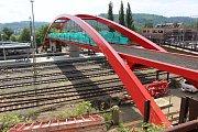 Nová lávka pro pěší přes koleje na Horním nádraží v Karlových Varech