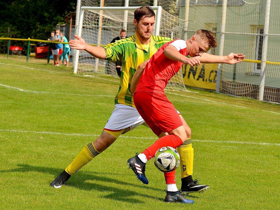 Gólovou přestřelku na dvorském stadionu nakonec ovládli v poměru 7:4 mladíci v trikotu béčka karlovarské Slavie, když přichystali první prohru týmu Trstěnic.