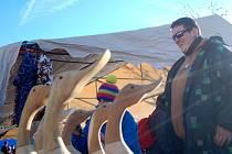 Výstava dobových lyží z jasanového dřeva byla obrovským lákadlem vánočních trhů v Božím Daru