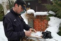 Akci typu Úklid připravili na pátek 19. února policisté z obvodních oddělení Ostrov a Jáchymov. Zaměřili se hlavně na kontroly chatových a zahrádkářských kolonií ve Velkém Rybníku a v Ostrově.