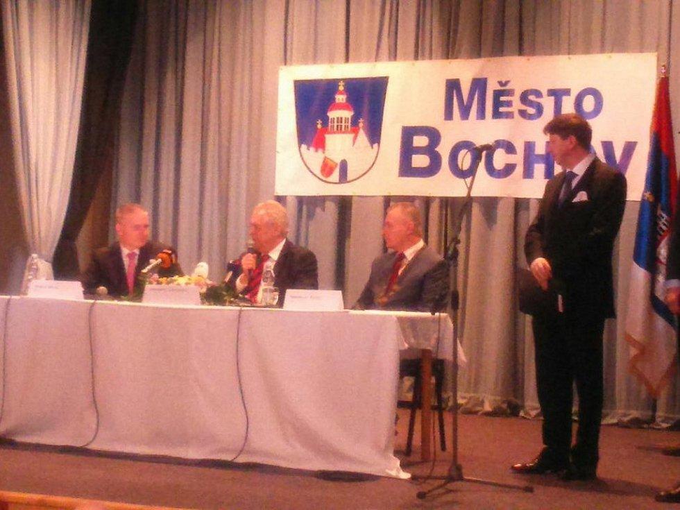 Prezident Miloš Zeman při besedě s občany Bochova