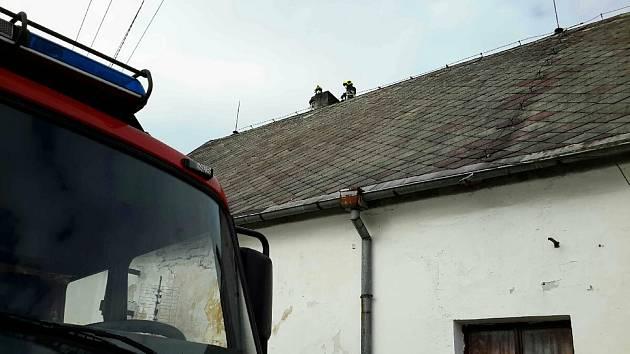 Topná sezona je teprve na začátku, hasiči už přesto vyjížděli k požáru sazí v komíně.