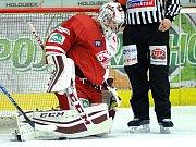 Hokejisté HC Energie (v bílém) hostili Slavii Praha