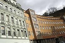 Bývalé policejní domy v ulici I. P. Pavlova jsou na prodej.