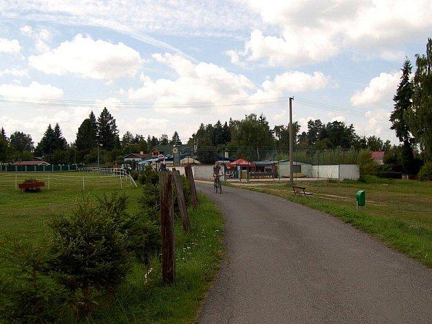 VELKÝ RYBNÍK LÁKÁ řadu turistů. Bohužel město Hroznětín na jeho údržbu nemá dostatek peněz.
