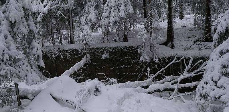 U Vlčího kamene na svahu nedaleko Pramenů stávalo středisko zimních sportů