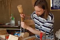 Řezbáři, malíři, kamenořezači i šperkaři a další výtvarníci budou týden tvořit na hradě Hauenštejn.