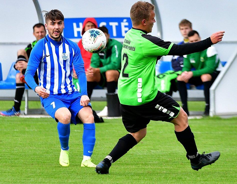 Královské Poříčí (v zeleném) odehrálo s Ostrovem velmi dobré utkání, i přesto nakonec prohrálo 0:2.
