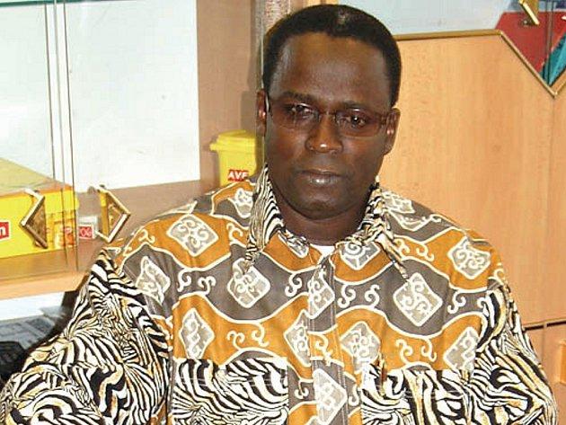 Guinejský lékař Hasmiou Dia si o víkendové návštěvě Karlových Varů našel čas i na krátké zastavení a povídání v naší redakci.