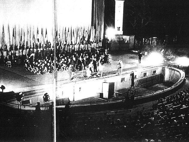 Letní kino, 1961. Zahájení mezinárodního filmového festivalu.