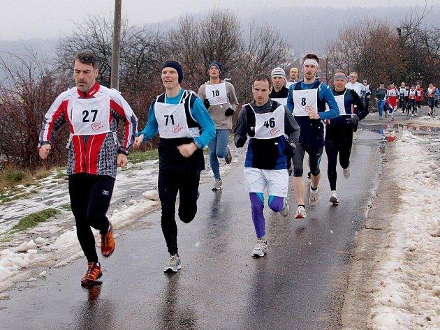 Rovných osm desítek startujících (mužů i žen, abychom byli genderově korektní) přilákal první den roku 2010 tradiční Novoroční běh na Svatošské skály.