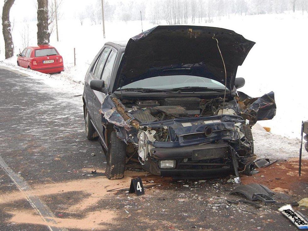 Hromadná autonehoda u Nejdku.