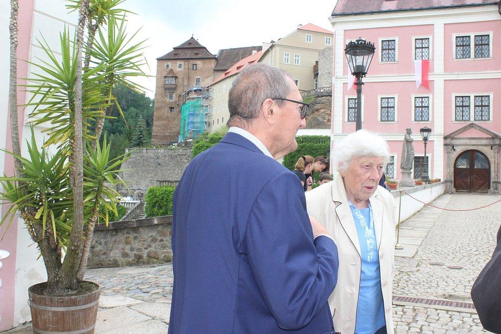 Christian Friedrich Beaufort Spontini s místní pamětnicí Annou Rajserovou.