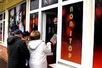Objekt v Krymské ulici měl nejdříve sloužit jako herna, proti níž místní sepsali dokonce i petici. Nakonec je z něho sportbar, který už dostal kolaudační povolení