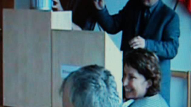Lidé, kteří se podíleli na neprůhledné karlovarské losovačce, půjdou brzy k policejnímu výslechu.