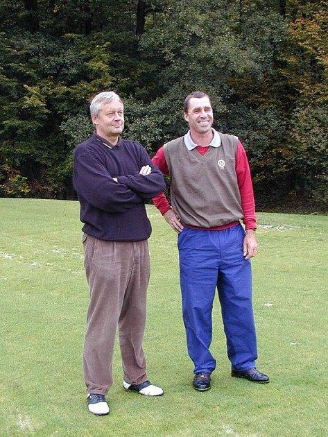 SLAVNÉ ZAČÁTKY. Když se golfové hřiště otevíralo, byla to velká událost, na které nechyběl ani Ivan Lendl. Na snímku s Jaroslavem Peterkou, bývalým  partnerem Petera Vöcklinghause.