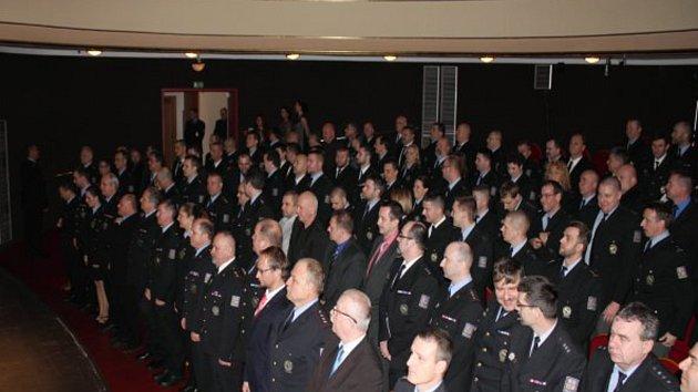 Slavnostní předávání medailí Za věrnost policistům, které se konalo v Západočeském divadle v Chebu.