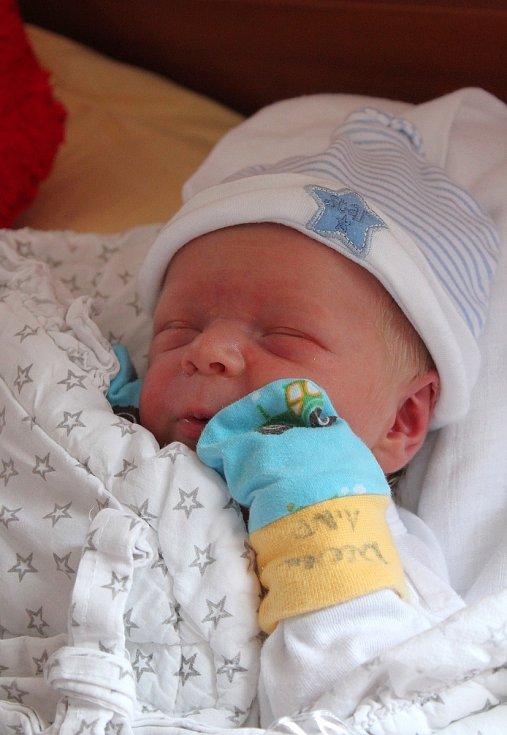 Robin Navrátil z Mariánských Lázní se narodil v plzeňské FN na Lochotíně 15. září v 9:12 hodin rodičům Nicole a Robinovi. Po příchodu na svět vážil jejich prvorozený syn 3600 gramů.