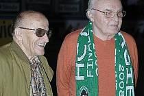 Jiří Feureisl (vpravo) to dotáhl z druholigových Varů až do fotbalové reprezentace. Nejvyšší soutěž válel i v hokeji.