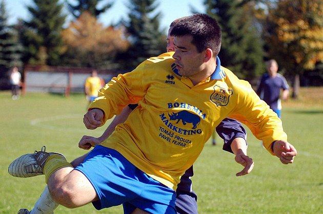 V osmém kole okresního přeboru slavily výhru 4:0 na svém hřišti Abertamy (ve žlutém), když pokořily v derby Nové Hamry (v modrém).