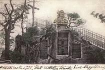 """Snímek  busty cara je z knihy J. Böhma """" Nejkrásnější pohlednice Karlových Varů"""""""