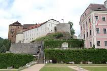 Pár dnů je otevřená nová stezka kolem státního hradu a zámku v Bečově nad Teplou.
