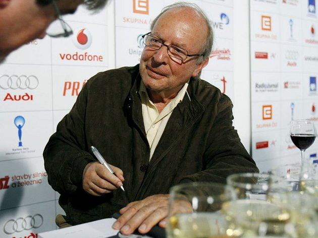 Významný česko-americký filmový režisér Ivan Passer.