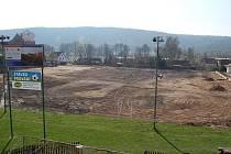 Zatím to nevypadá, ale na místě stávajícího fotbalového hřiště v Chyši vznikne nové víceúčelové sportoviště. A to ještě letos!