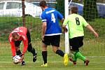 Fotbalisté Vojtanova (ve světlých dresech) porazili na vlastním hřišti Tatran Tři Sekery 5:0.