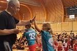 O víkendu měly malé volejbalistky z Karlových Varů další ze sérii turnajů, tentokrát v sousedním Chodově. Účast byla hojná a karlovarská děvčata se na něm rozhodně neztratila.