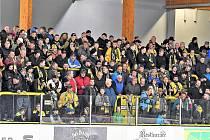 Ochozy zimního stadionu v Sokolově při sérii s Vrchlabím